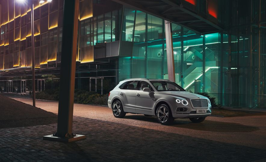 2019 Bentley Bentayga Hybrid - Slide 14