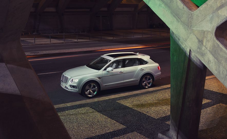 2019 Bentley Bentayga Hybrid - Slide 15