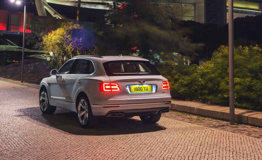 2019 Bentley Bentayga Hybrid - Slide 18