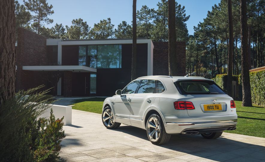 2019 Bentley Bentayga Hybrid - Slide 21