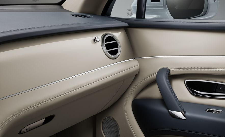 2019 Bentley Bentayga Hybrid - Slide 34