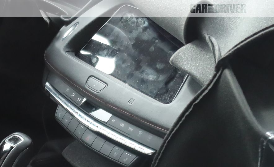 2019 Cadillac XT4 (spy photo) - Slide 18