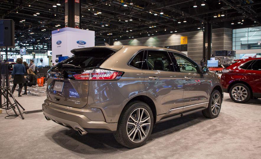 2019 Ford Edge Titanium Elite - Slide 2