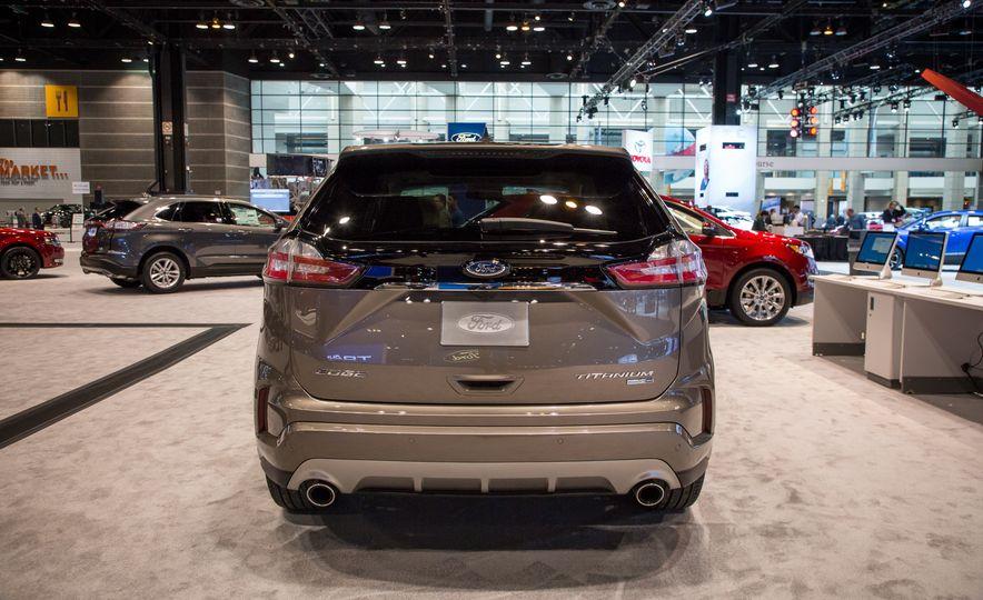 2019 Ford Edge Titanium Elite - Slide 3