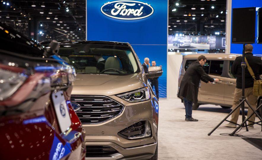2019 Ford Edge Titanium Elite - Slide 4