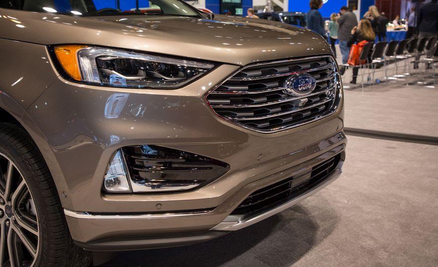 2019 Ford Edge Titanium Elite - Slide 5