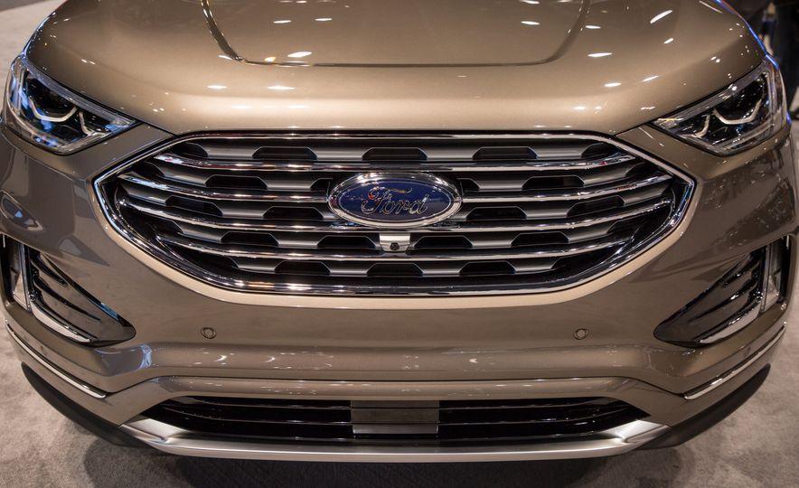 2019 Ford Edge Titanium Elite - Slide 6