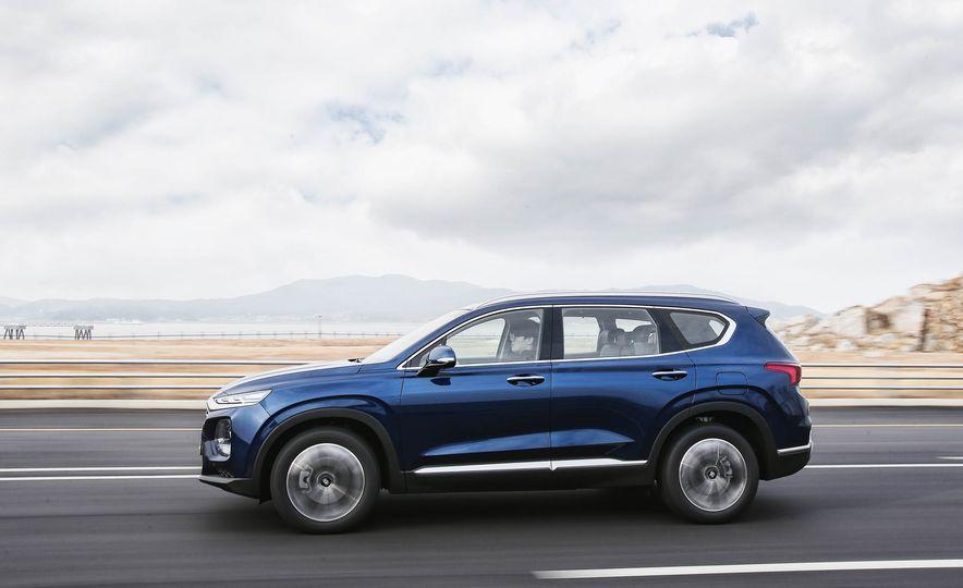 2019 Hyundai Santa Fe (Korea-spec) - Slide 2