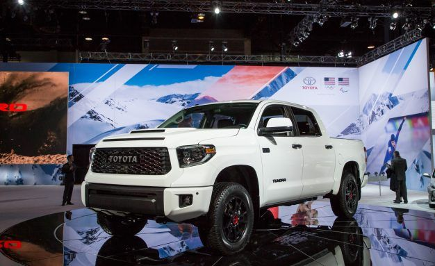 toyota tundra reviews toyota tundra price photos and specs car and driver. Black Bedroom Furniture Sets. Home Design Ideas