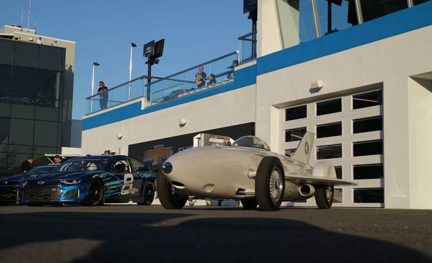 Harley J. Earl Daytona 500 Trophy - Slide 24
