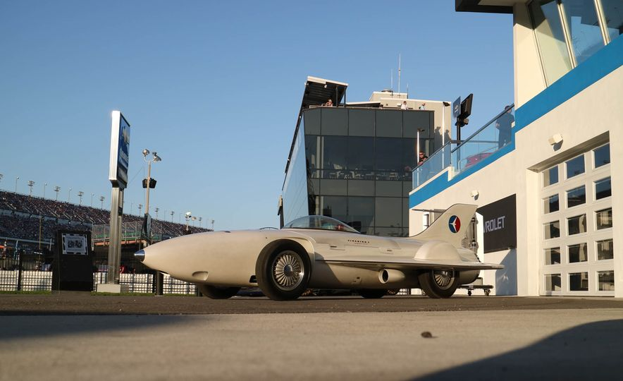 Harley J. Earl Daytona 500 Trophy - Slide 25