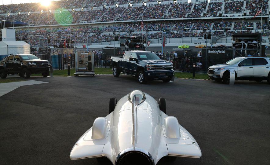 Harley J. Earl Daytona 500 Trophy - Slide 29