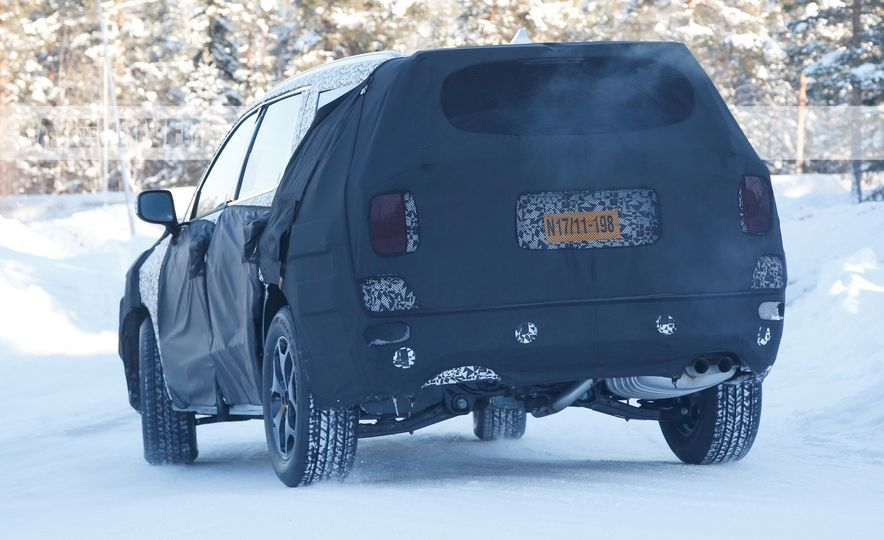 Hyundai three-row 8-seat SUV (spy photos) - Slide 8