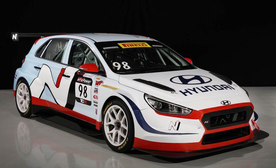 Hyundai i30 N TCR race car - Slide 1