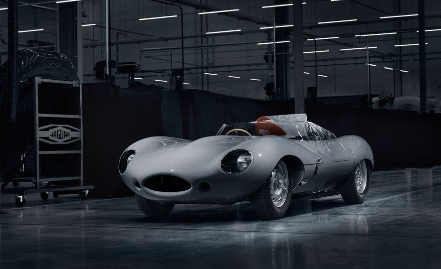 Jaguar D-type race car - Slide 1