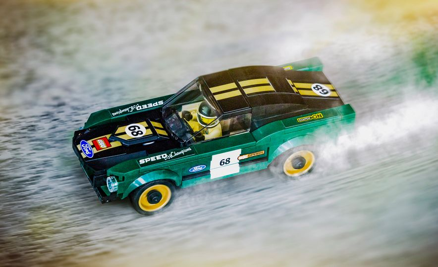 LEGO Speed Champions 1968 Ford Mustang fastback - Slide 2