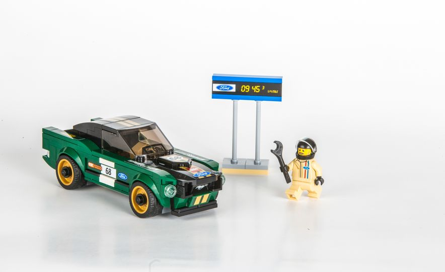 LEGO Speed Champions 1968 Ford Mustang fastback - Slide 4