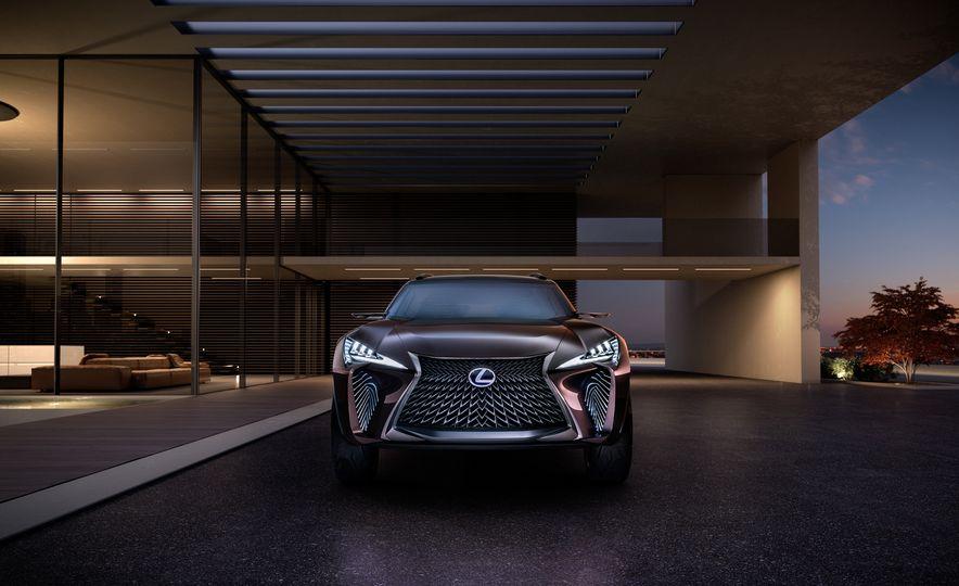 Lexus UX - Slide 3