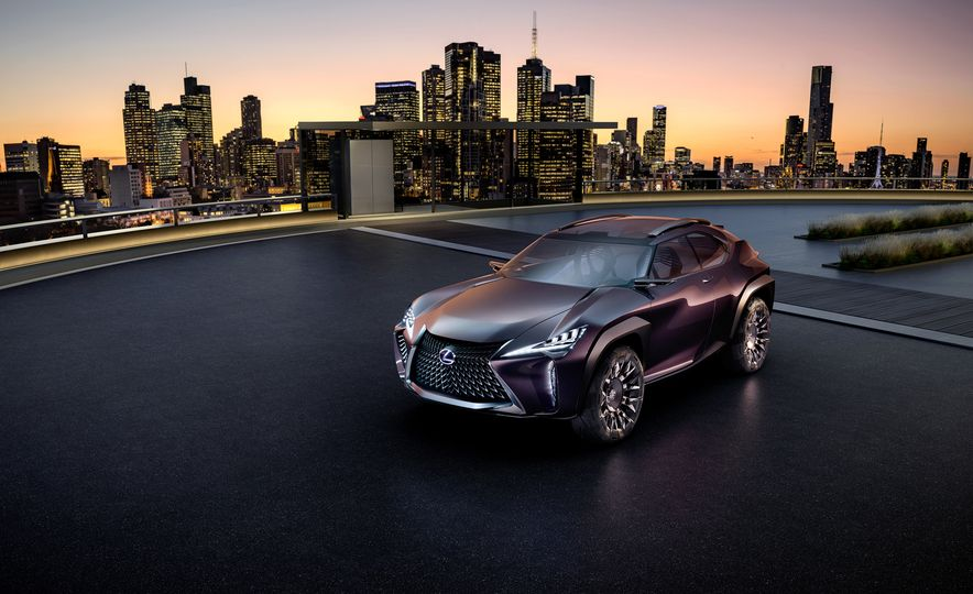 Lexus UX - Slide 2