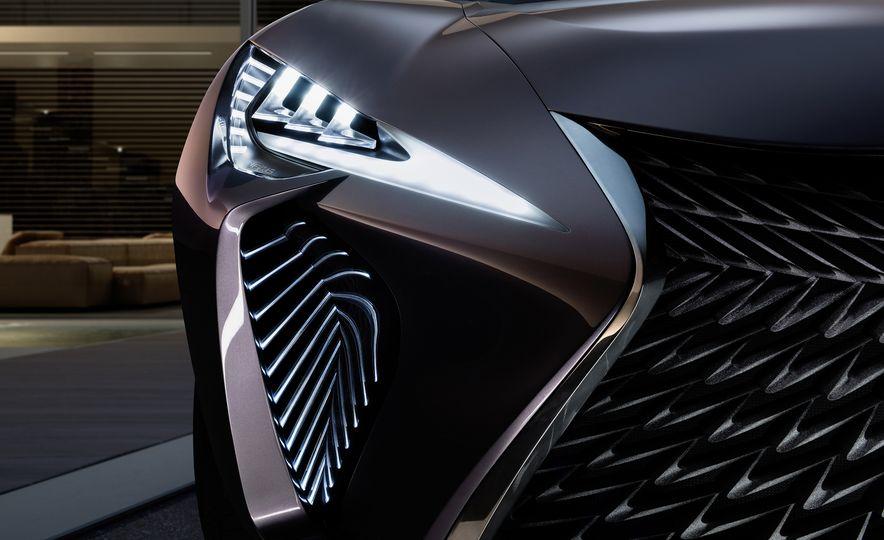 Lexus UX - Slide 9