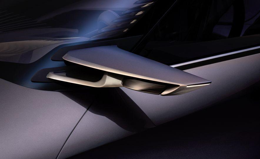 Lexus UX - Slide 10