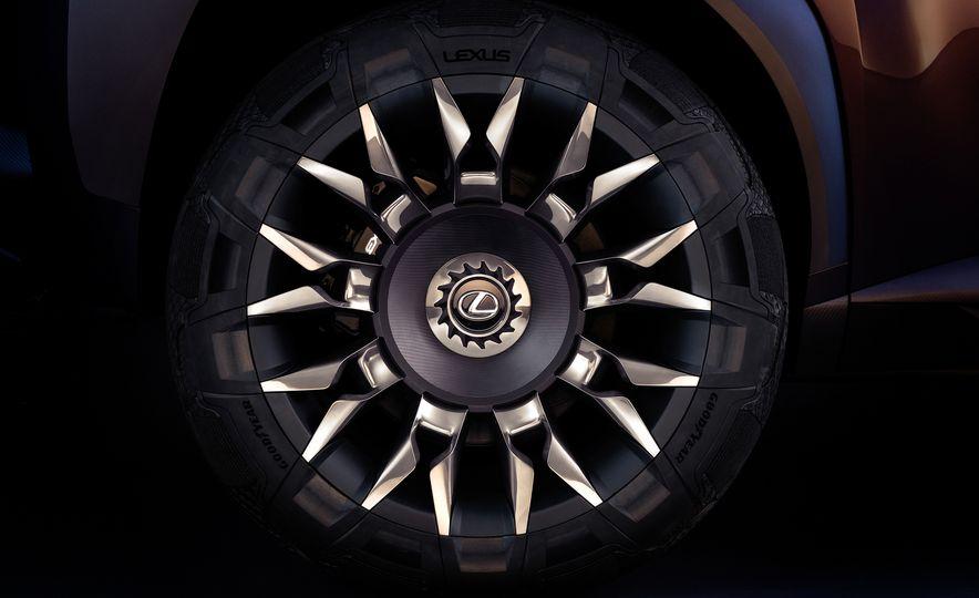 Lexus UX - Slide 12