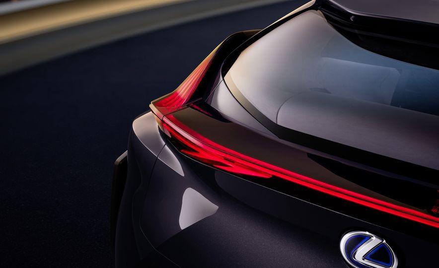 Lexus UX - Slide 11