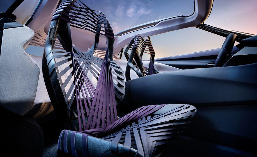 Lexus UX - Slide 19