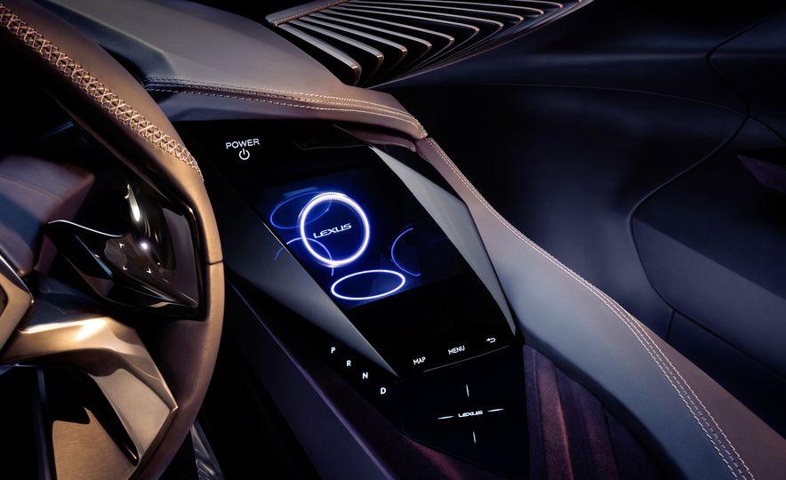 Lexus UX - Slide 18