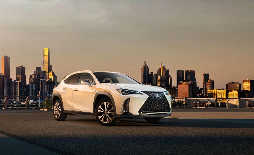 Lexus UX - Slide 1
