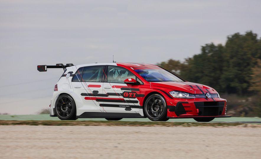 Volkswagen Golf GTI TCR race car - Slide 1