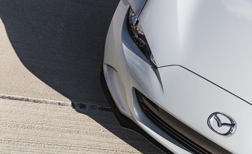 2016 Mazda MX-5 Miata Club - Slide 28