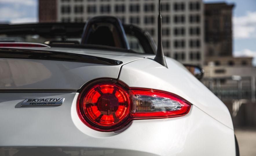 2016 Mazda MX-5 Miata Club - Slide 36