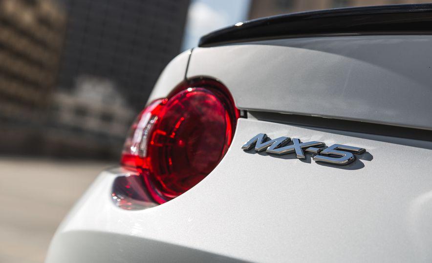 2016 Mazda MX-5 Miata Club - Slide 37