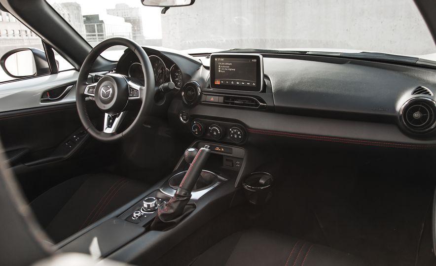 2016 Mazda MX-5 Miata Club - Slide 40