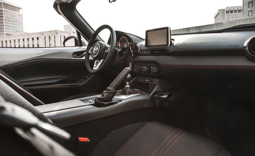 2016 Mazda MX-5 Miata Club - Slide 41