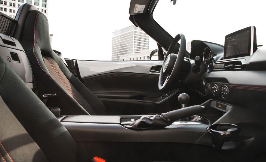 2016 Mazda MX-5 Miata Club - Slide 42