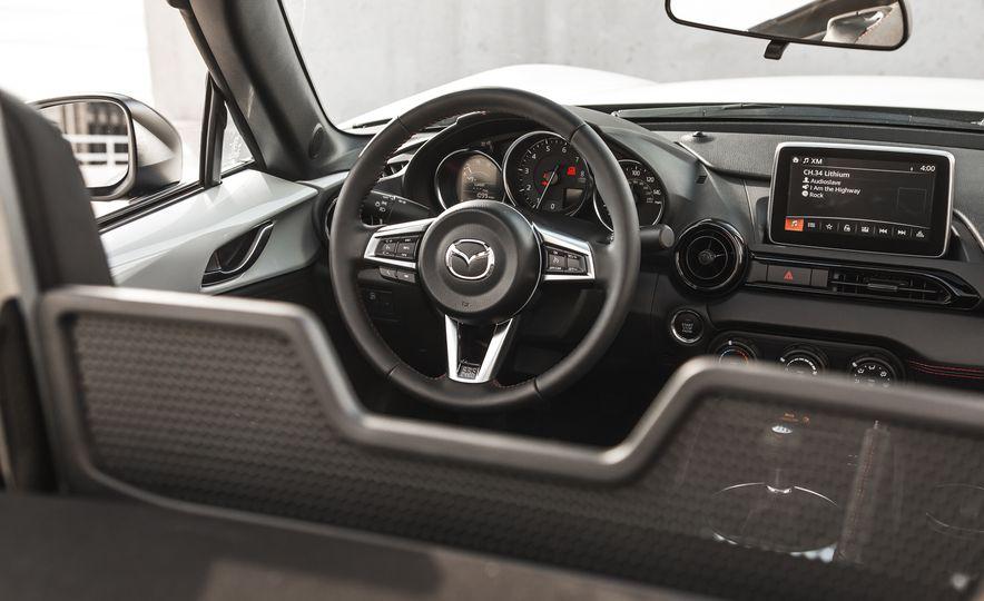 2016 Mazda MX-5 Miata Club - Slide 43