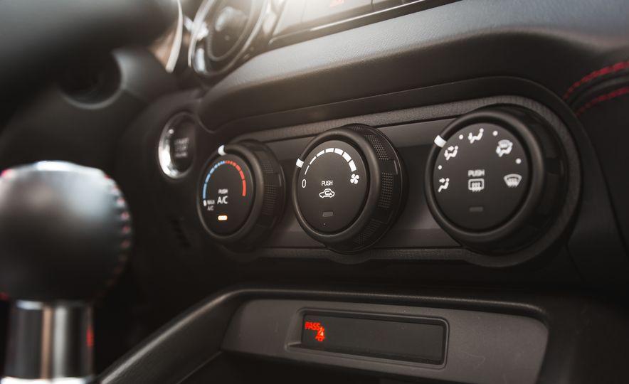 2016 Mazda MX-5 Miata Club - Slide 51