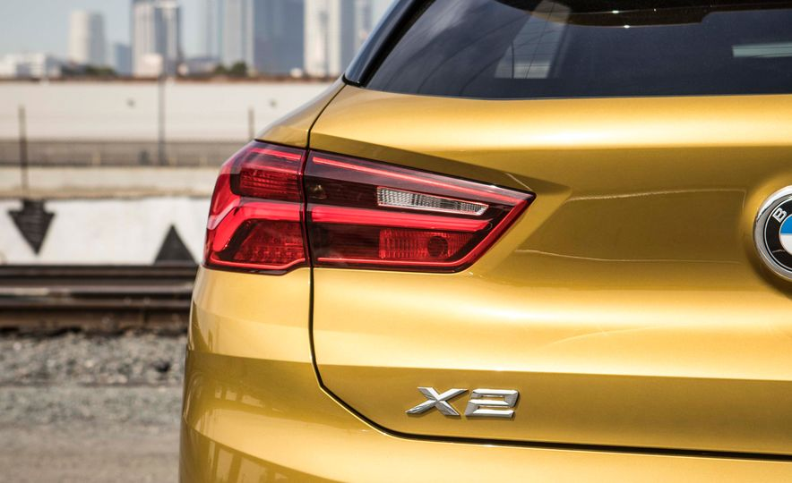 2018 BMW X2 xDrive28i - Slide 11