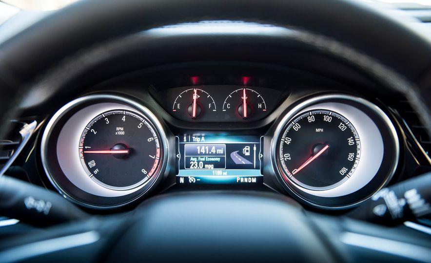 2018 Buick Regal TourX - Slide 14