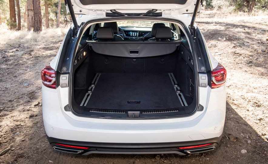 2018 Buick Regal TourX - Slide 17