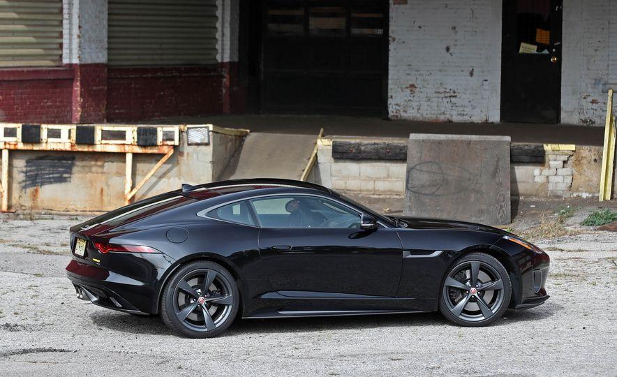 2018 Jaguar F-type 400 Sport - Slide 22
