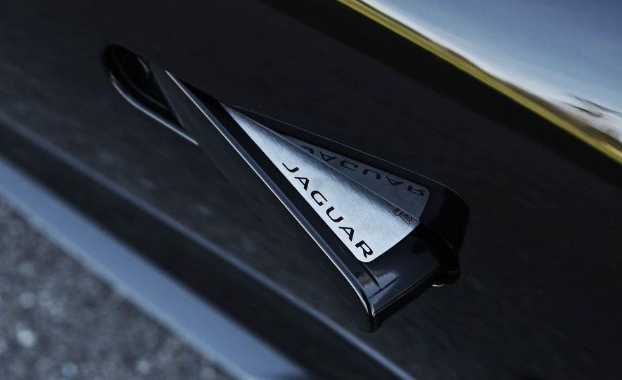 2018 Jaguar F-type 400 Sport - Slide 33