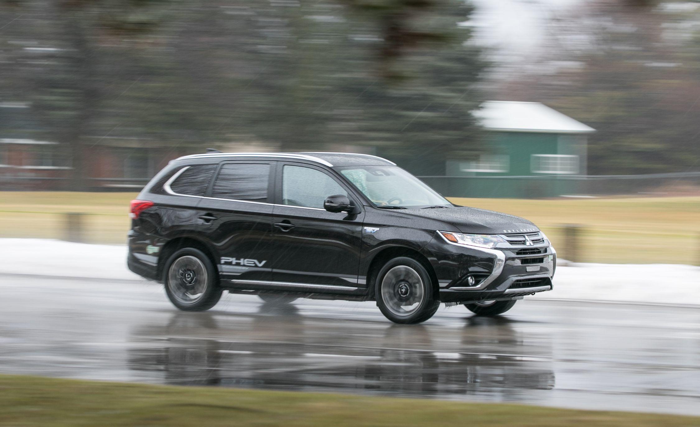 Mitsubishi Outlander Reviews | Mitsubishi Outlander Price, Photos, and  Specs | Car and Driver