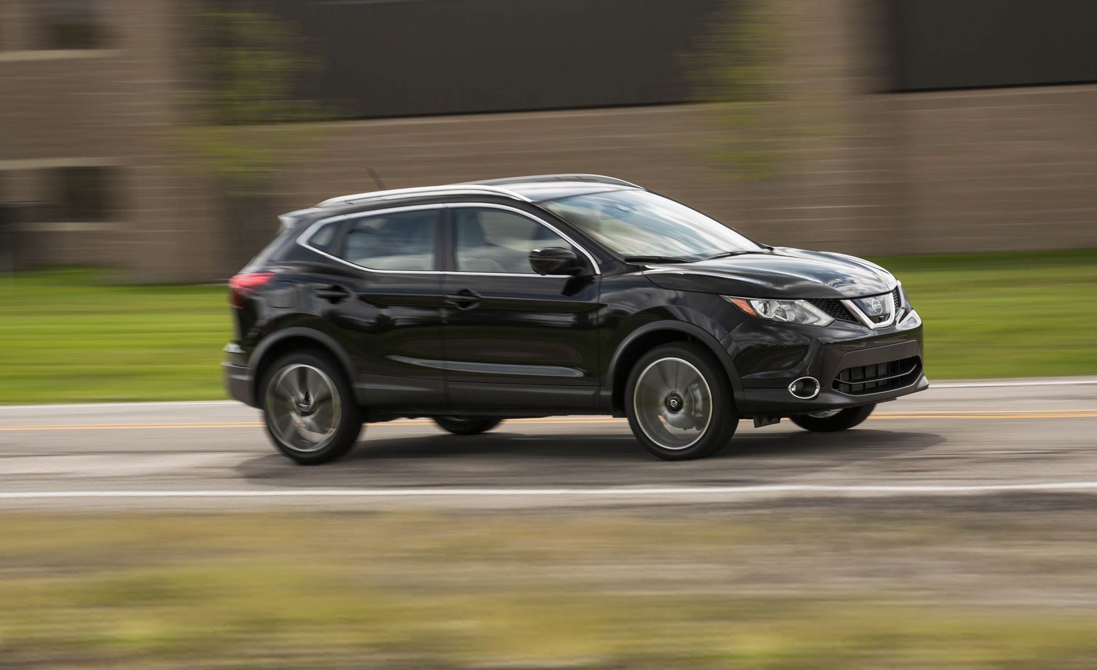 Nissan Rogue 2018 >> 2018 Nissan Rogue Sport Safety And Driver Assistance Review Car