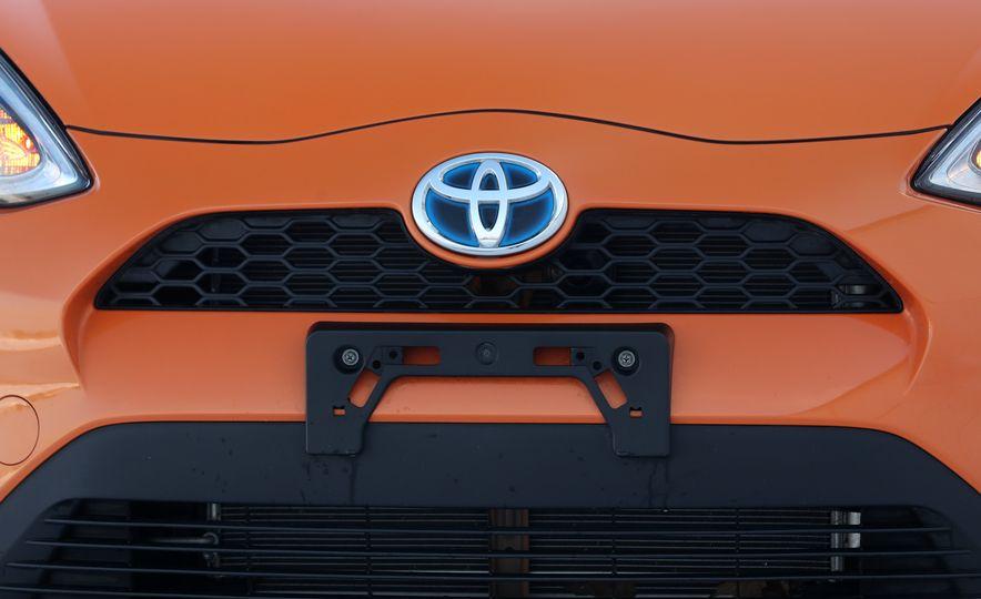 2018 Toyota Prius C - Slide 21