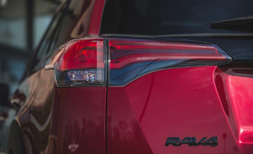 2018 Toyota RAV4 Adventure - Slide 25