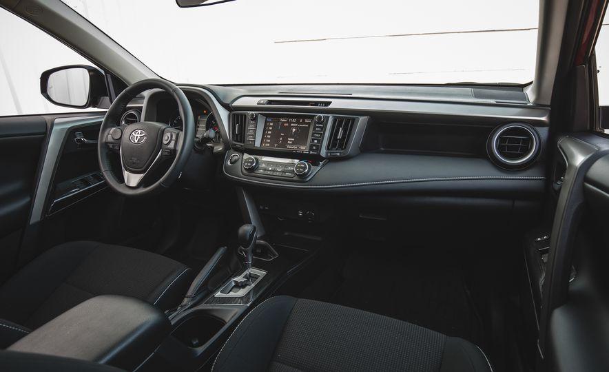2018 Toyota RAV4 Adventure - Slide 30