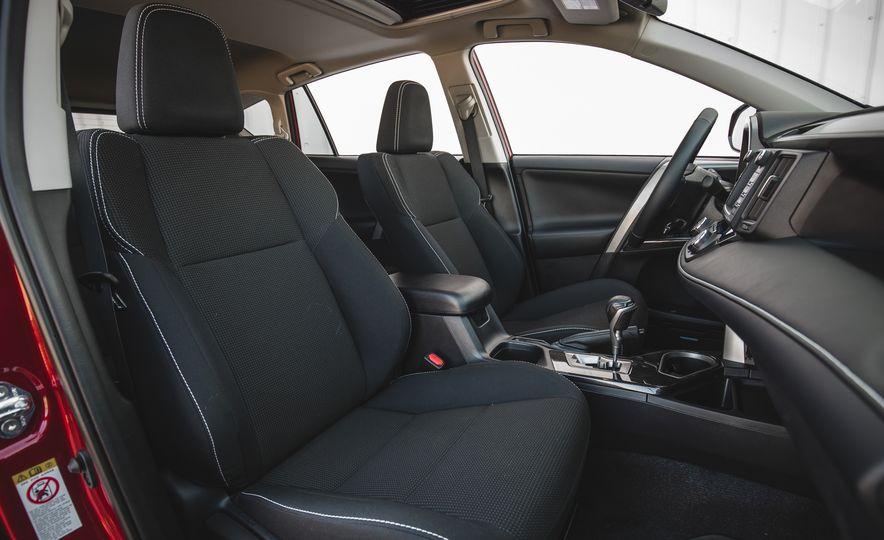 2018 Toyota RAV4 Adventure - Slide 32